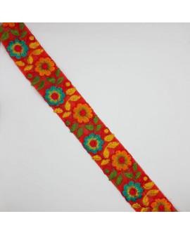 Galón cinta con flores bordadas multicolor.