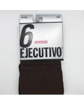 Calcetín ejecutivo corto a media pierna marrón antipresión.