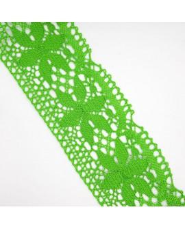 Encaje bolillo de color verde fuerte con dibujo flor calada. Adorno ideal para remates y acabados en prendas y complementos.