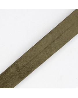 Cinta bies antelina de color verde de 1,8 cms. Especial para remates y acabados en prendas y complementos.
