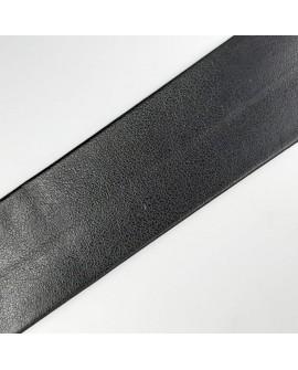 Cinta bies piel de color negra y 3 cms. Cinta ideal para embellecer o dar volumen a tus prendas tanto de fiesta como casual.